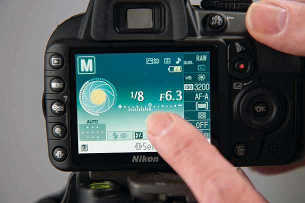 How to change the shutter speed Nikon d3200?